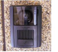 写真: TVモニター付インターフォン(室外)